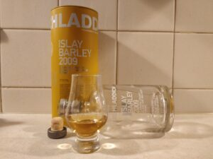 Bruichladdich Islay Barley 2009 bottle kill